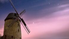 Die Warnstedter Windmühle unter Sternenhimmel